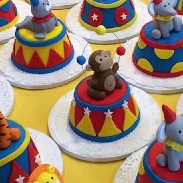 Gourmet Cupcakes Circus Friends